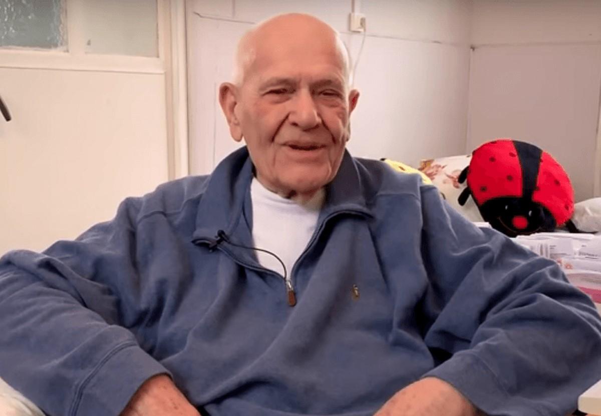 Во Франции 98-летний врач все еще лечит пациентов