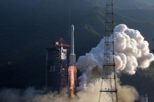 Части китайской ракеты приземлились на деревню после тестового запуска
