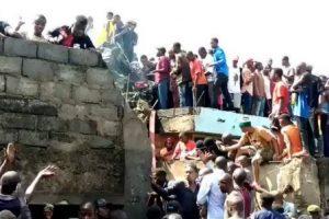 В Конго самолет с пассажирами врезался в жилой дом