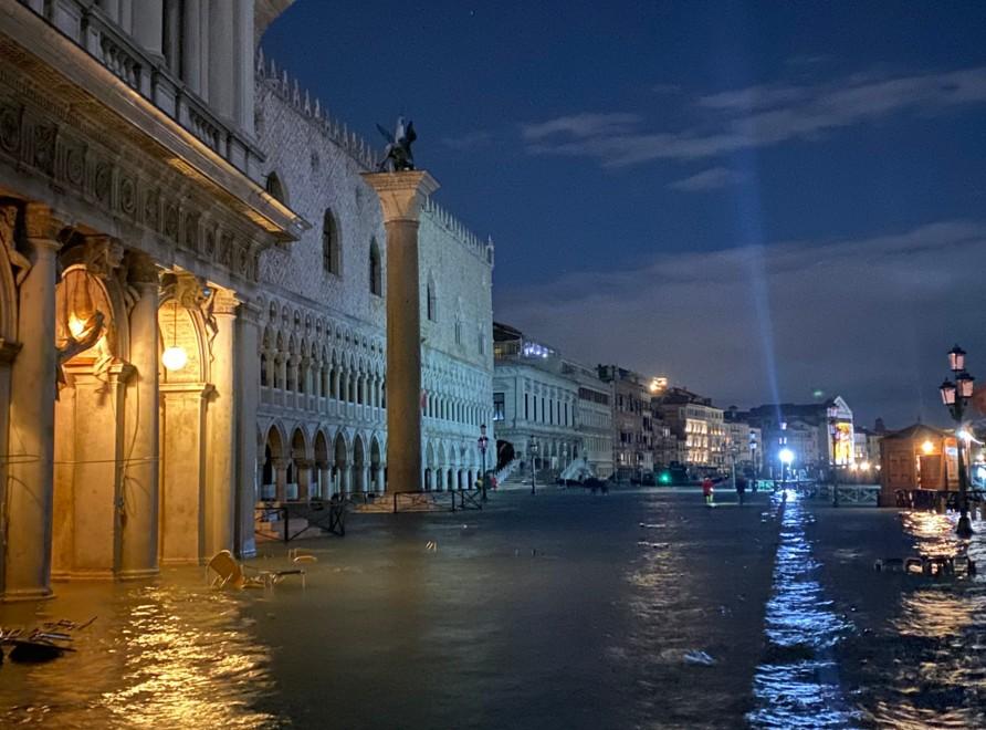 Наводнение в Венеции: город парализован, есть жертвы