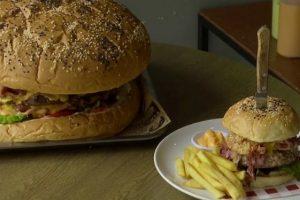 В ресторане Бангкока подают бургер весом 7 кг