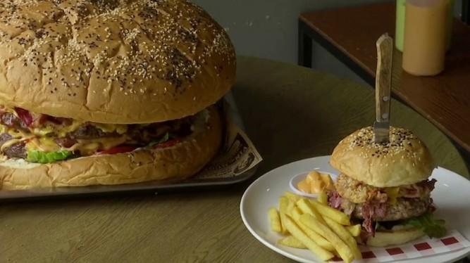 В ресторане Бангкока подают бургер весом 7 кг.Вокруг Света. Украина