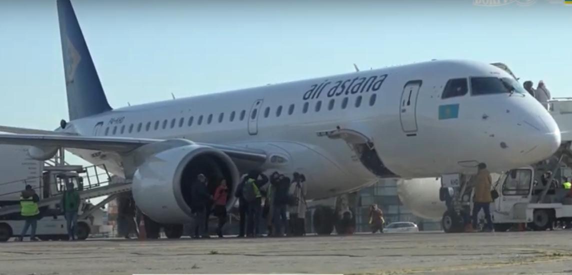 Новый самолет компании Эйр Астана встречали в Борисполе водным салютом: видео
