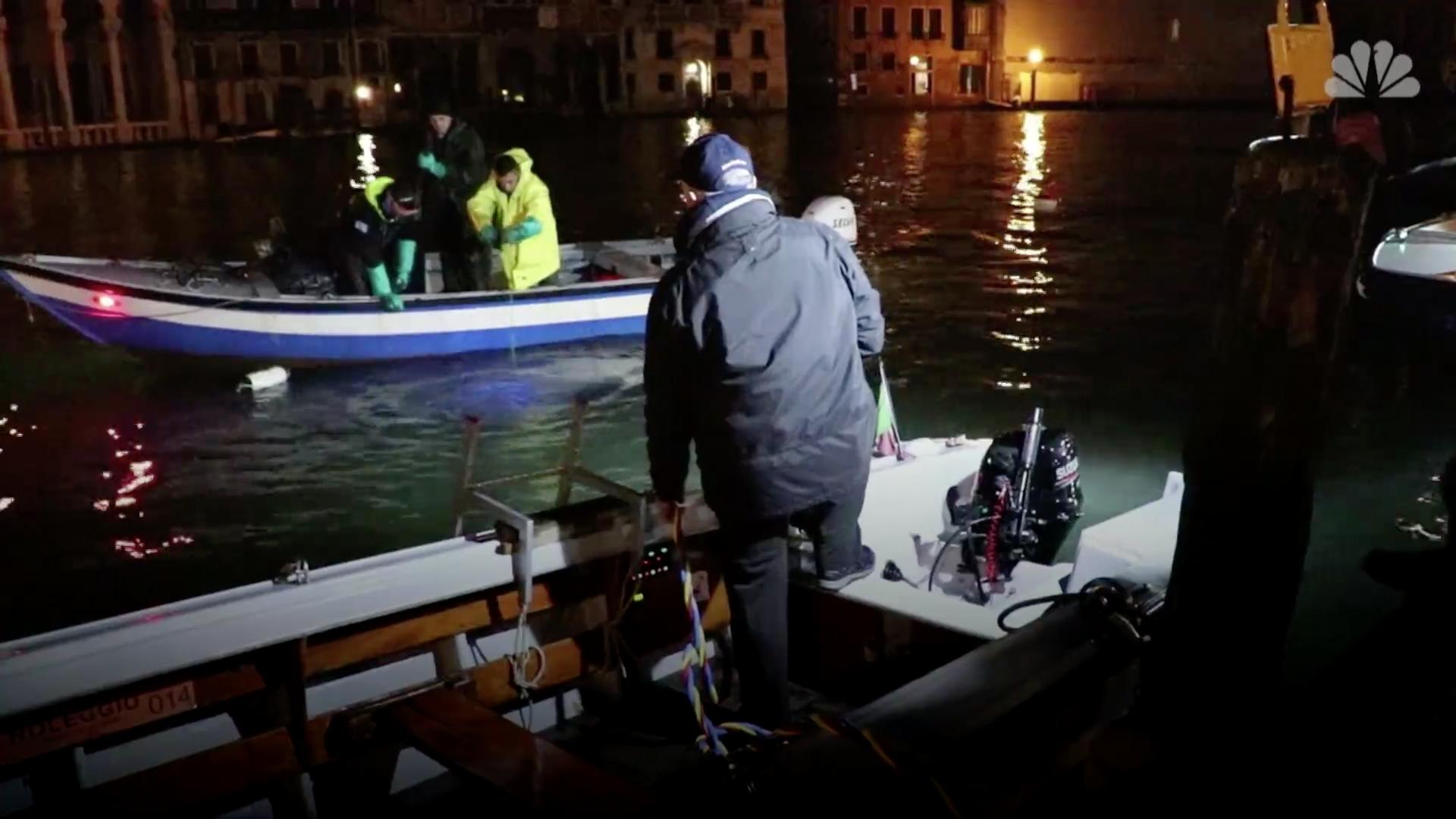 Гонодольеры стали ныряльщиками и очистили венецианские каналы.Вокруг Света. Украина