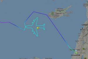 Пилот Boeing 747 нарисовал в небе самолет в честь последнего рейса