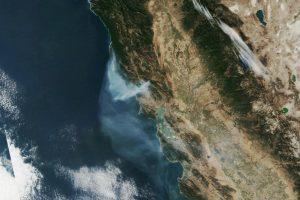 Дым от пожаров в Калифорнии виден из космоса