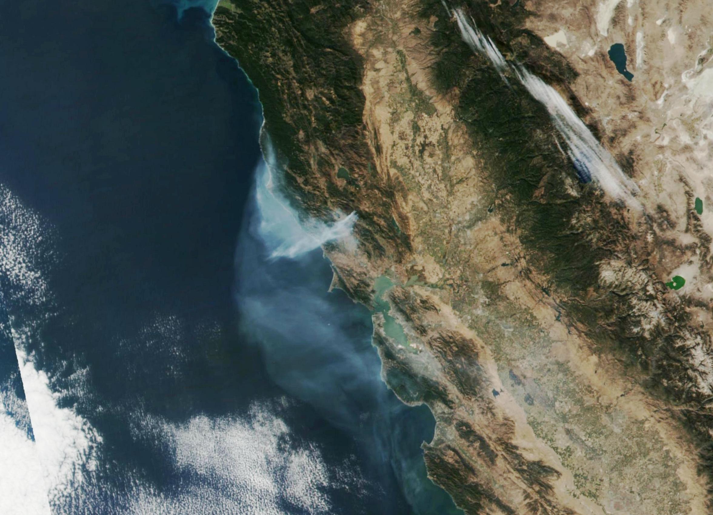 Дым от пожаров в Калифорнии виден из космоса.Вокруг Света. Украина