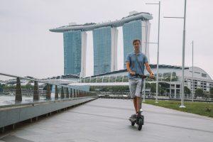 В Сингапуре закрыли тротуары для электросамокатов