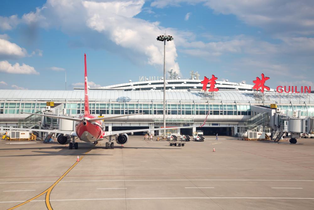 В Китае пилота уволили за фотосессию пассажирки в кабине