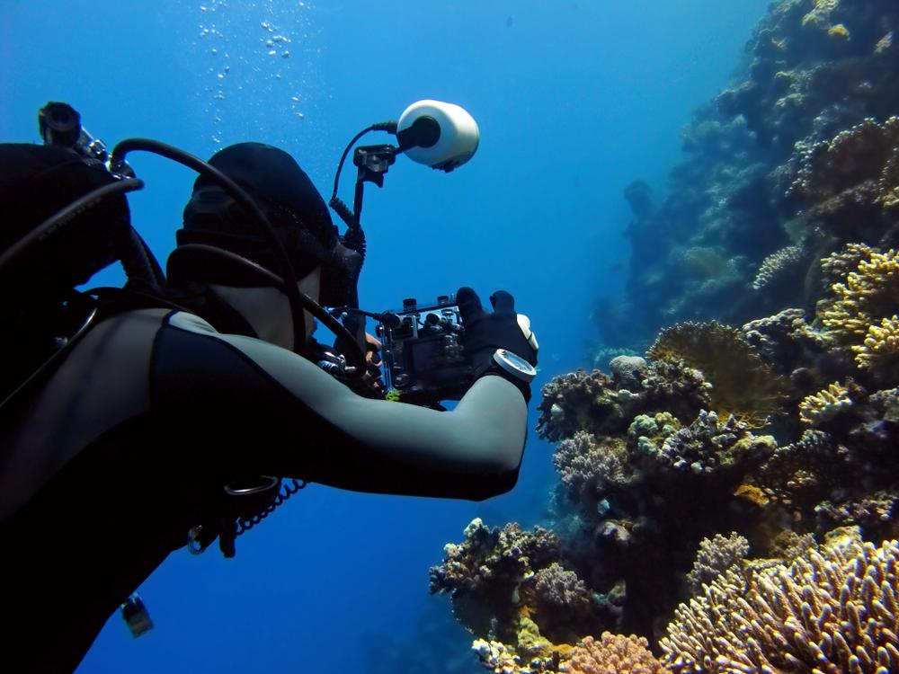Океанограф из США делает подводные снимки без воды