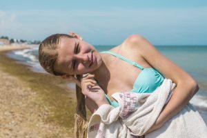 Вытряхивая воду из ушей, можно получить повреждение мозга