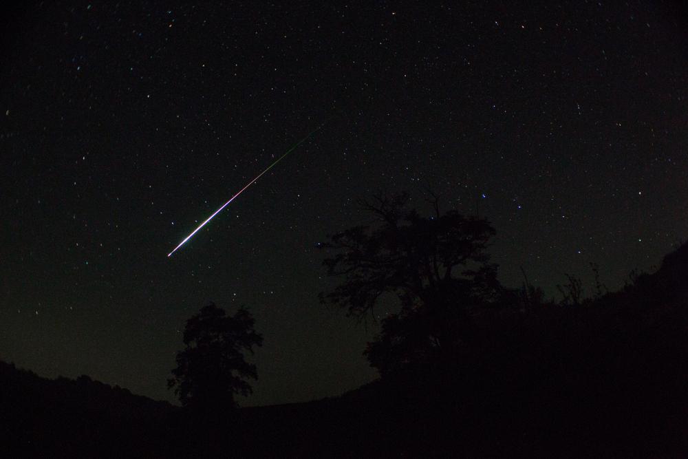 В США по небу ночного Сент-Луиса пронесся метеор (видео)