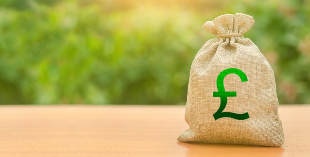 Жителям  села в Англии уже 5 лет подбрасывают пакеты денег