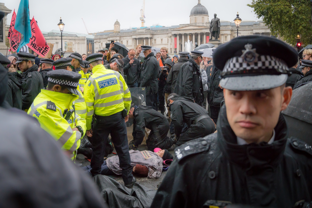 Суд признал незаконным запрет полиции Лондона на протесты экоактивистов
