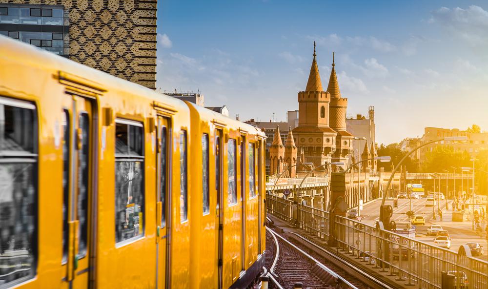 В берлинском метро развесили плакаты с городами Украины