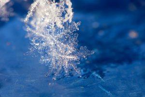 Создана самая крохотная в мире снежинка