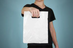 В Украине запретят пластиковые пакеты, но не все
