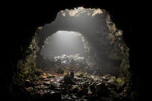 На Гавайях мужчина провалился в лавовый туннель в собственном дворе