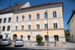 Родной дом Гитлера станет полицейским участком