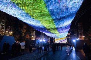 В Берлине создали парящую 130-метровую стену