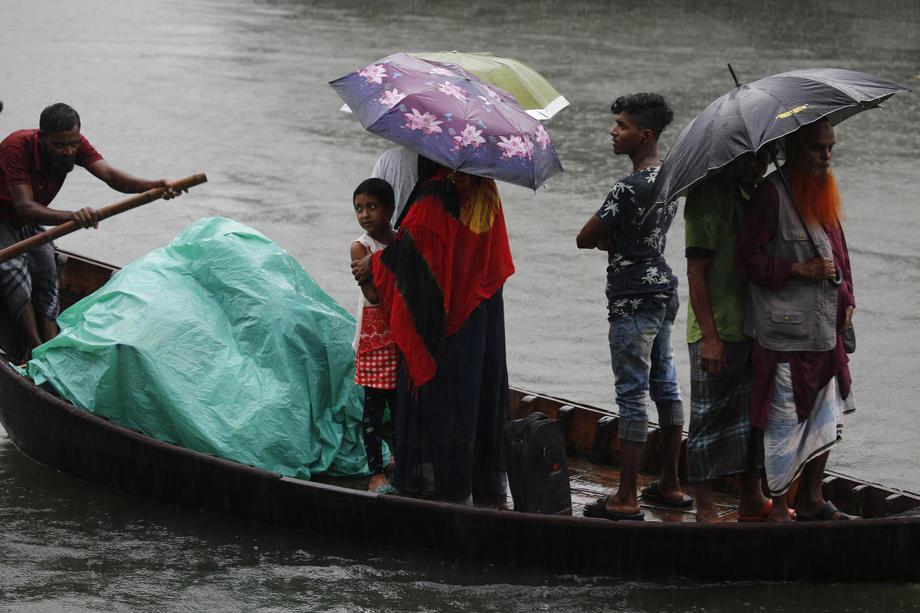 Из-за циклона в Индии и Бангладеш эвакуированы два миллиона человек