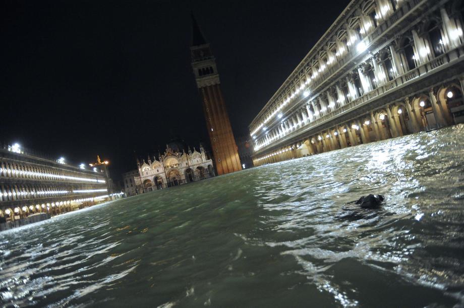 В Венеции потоп: уровень воды приближается к 50-летнему рекорду