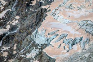Ледники в Новой Зеландии стали красными