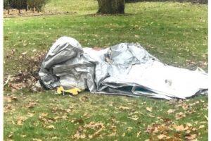 В США во двор дома упал эвакуационный трап из пролетавшего самолета