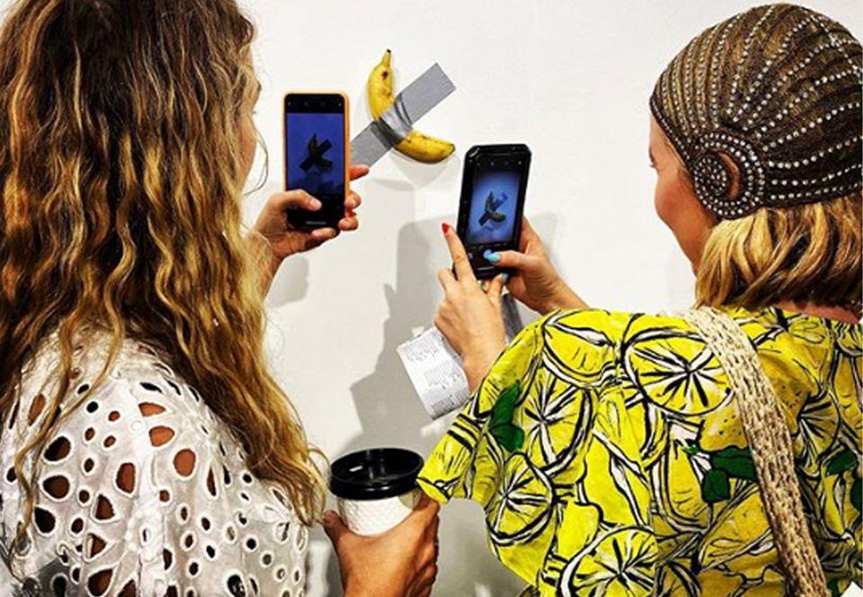 На выставке во Флориде банан на скотче ушел за $120000.Вокруг Света. Украина