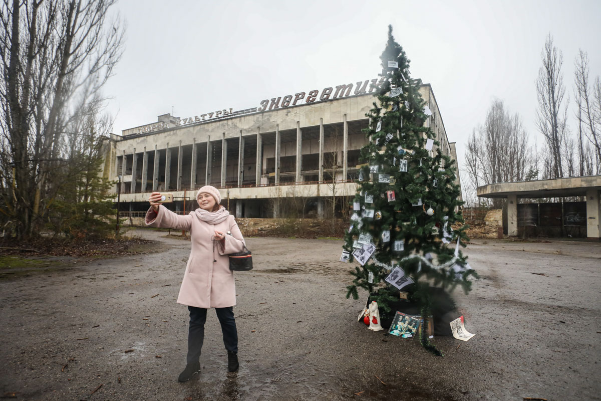 В Припяти впервые после аварии установили новогоднюю елку: видео.Вокруг Света. Украина