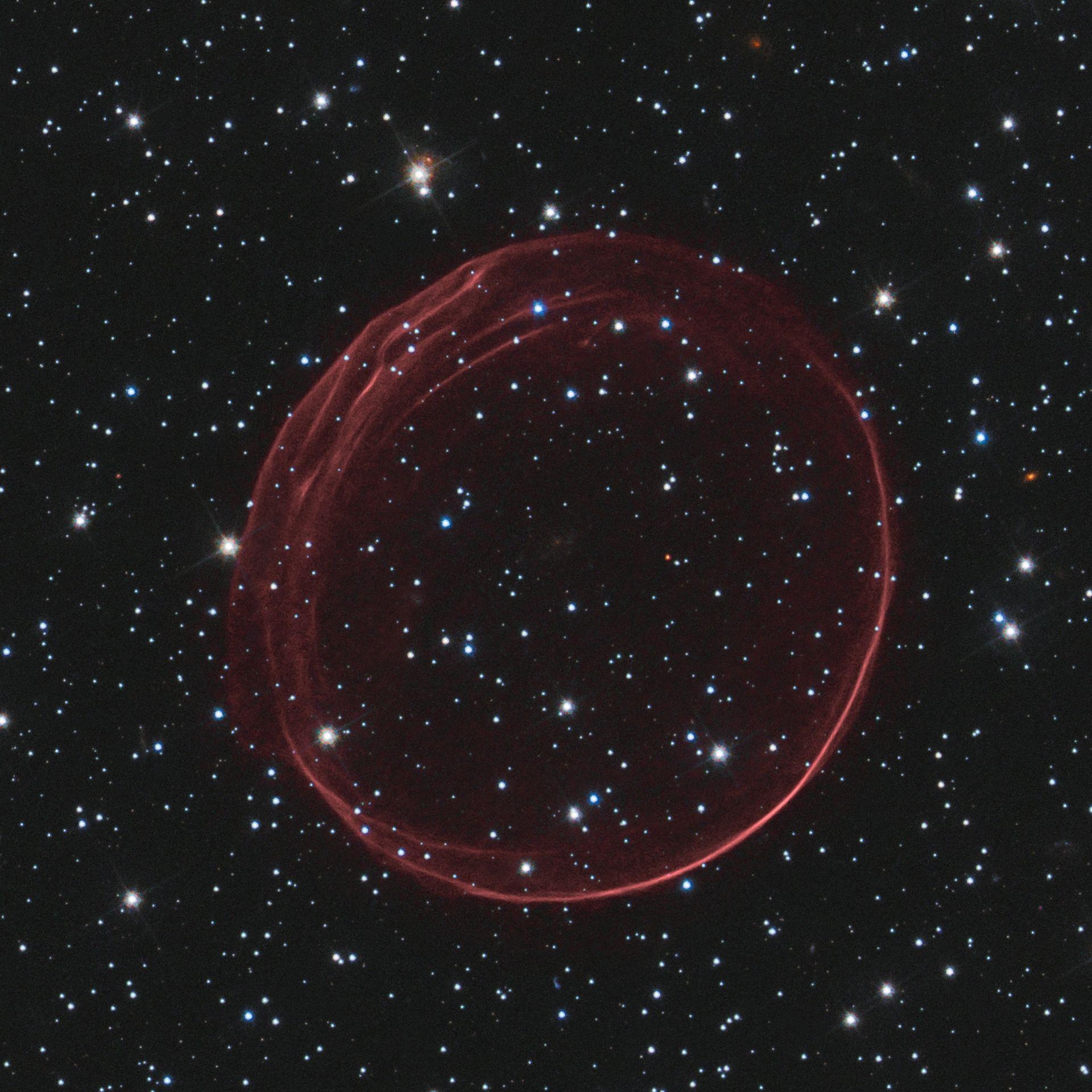 НАСА поделилось изображением газового кольца, образовавшегося в результате взрыва сверхновой