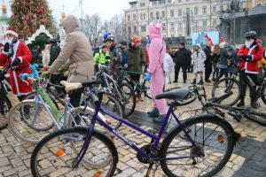В Киеве прошел праздничный велопарад