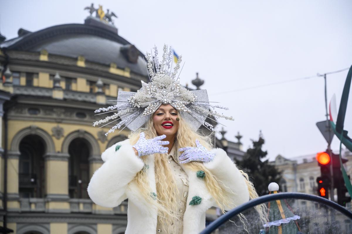 В Киеве прошел первый новогодний парад (видео).Вокруг Света. Украина