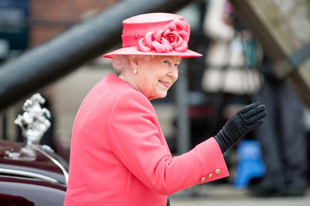 Королева Великобритании Елизавета II ищет SMM-щика