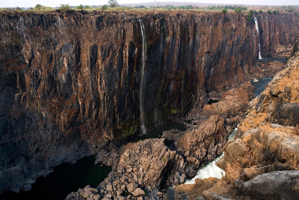 К высохшему водопаду Виктория отказываются ехать туристы