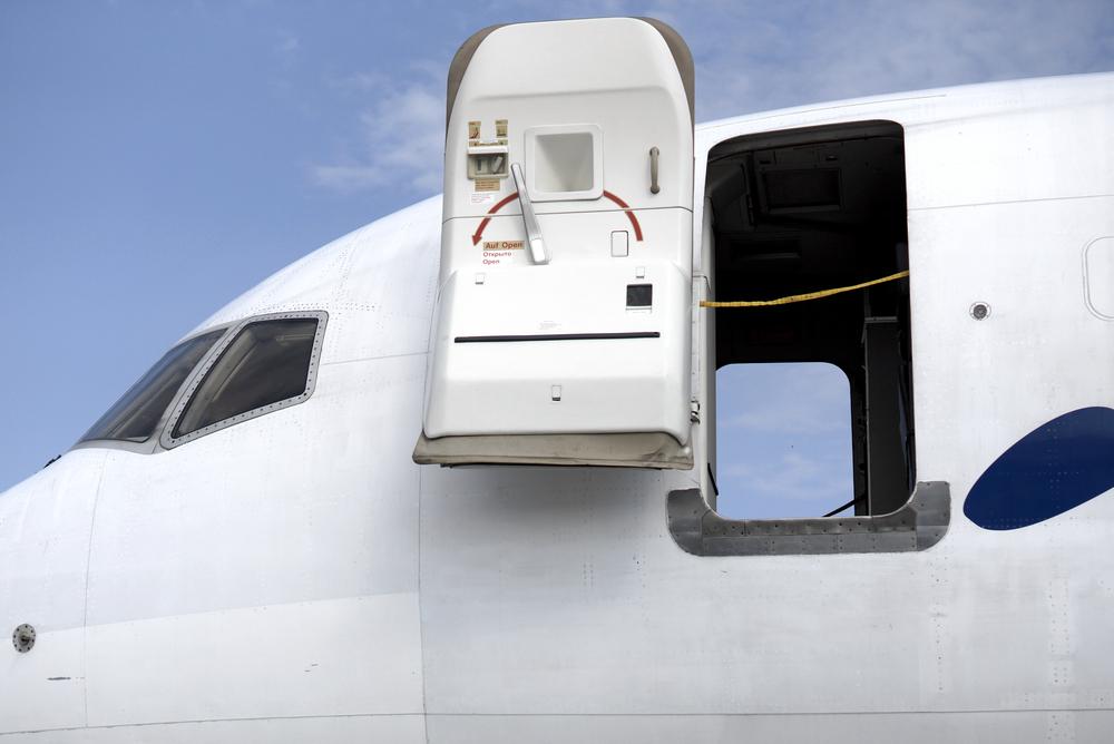 Что случится, если открыть дверь в салоне самолета в воздухе?.Вокруг Света. Украина