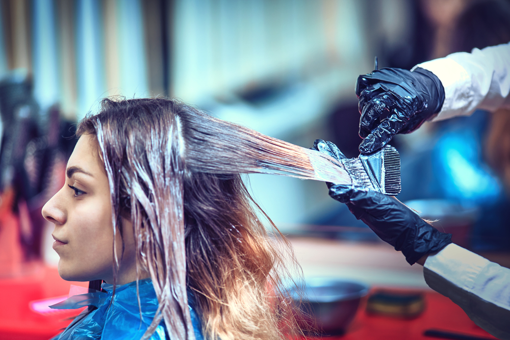 Исследователи обнаружили корреляцию между развитием рака груди и окрашиванием волос.Вокруг Света. Украина