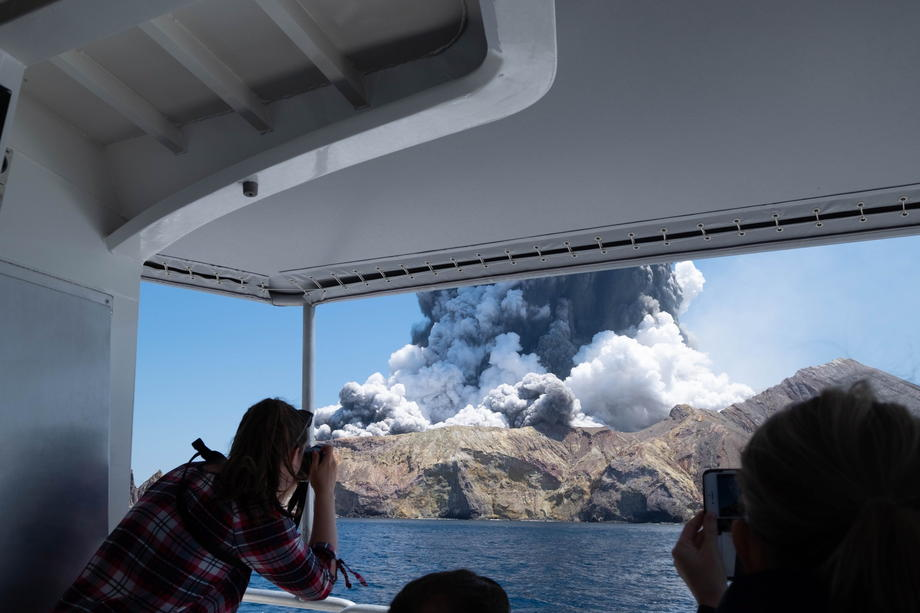 Извержение вулкана в Новой Зеландии: погибли пять человек