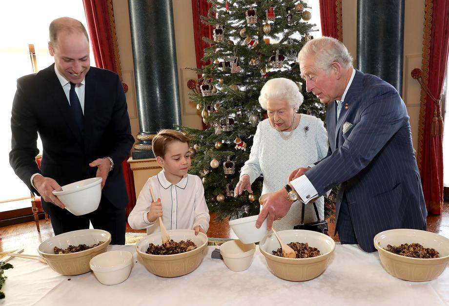Экс-повар Елизаветы II рассказал о королевском Рождестве