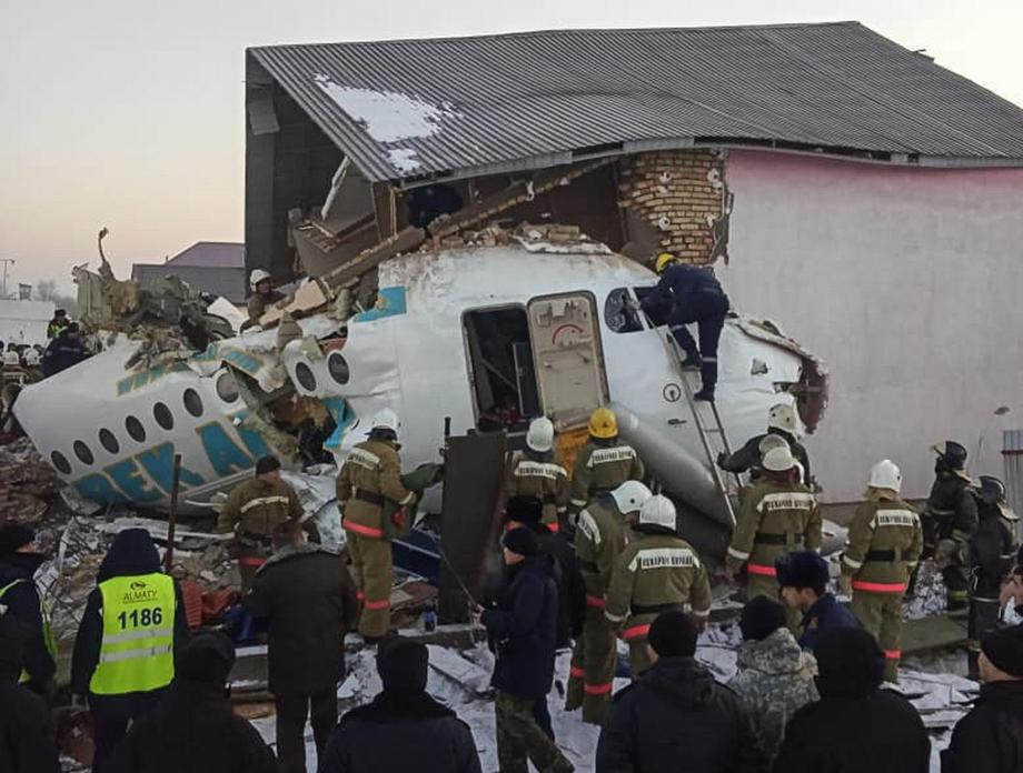 В Казахстане разбился самолет, 12 погибших.