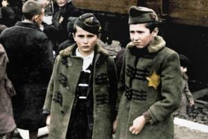 В США впервые опубликовали редкие снимки из Освенцима