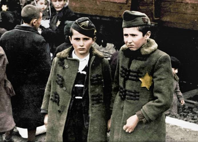 В США впервые опубликовали редкие снимки из Освенцима.Вокруг Света. Украина