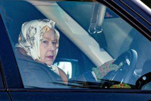93-летняя Елизавета II напугала подданных, сев за руль