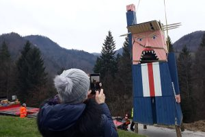 В Словении сожгли деревянного Трампа