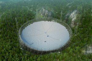В Китае ввели в эксплуатацию крупнейший радиотелескоп