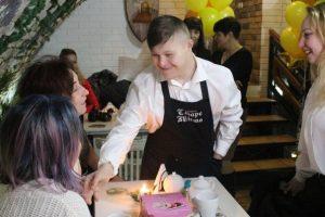 В Украине появилась первая кофейня, где работают люди с синдромом Дауна