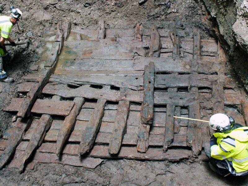 В центре Стокгольма раскопали старинный корабль
