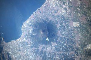 Астронавт НАСА сделал впечатляющее фото Везувия с МКС