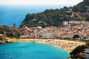 Город в Испании накрыло морской пеной из-за шторма Глория (видео)