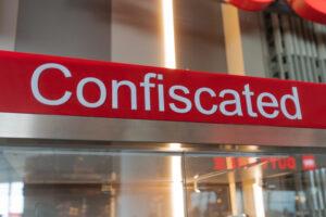 Что конфискуют в аэропортах США: топ-10 странных вещей